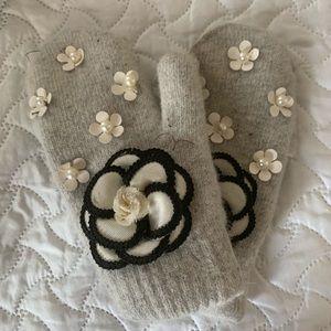 Camellia mittens